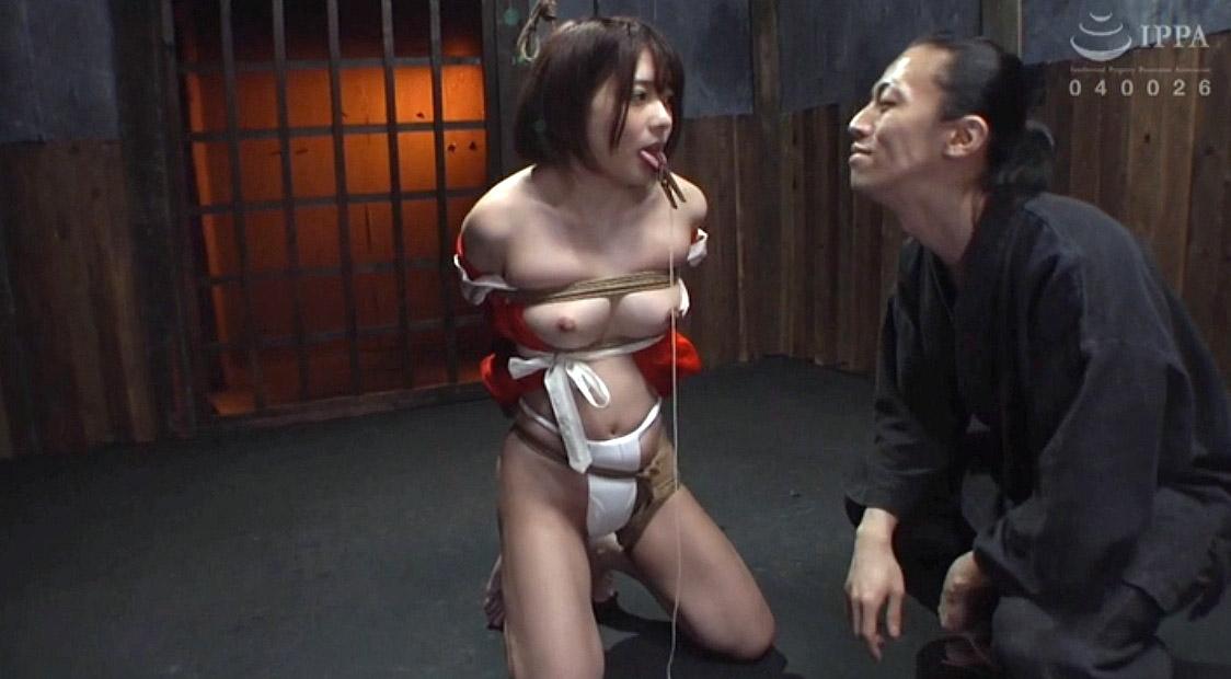 SM調教で服従の膝立ち姿勢で縛られて舌を責められるM女の画像 麻里梨夏-SMJP