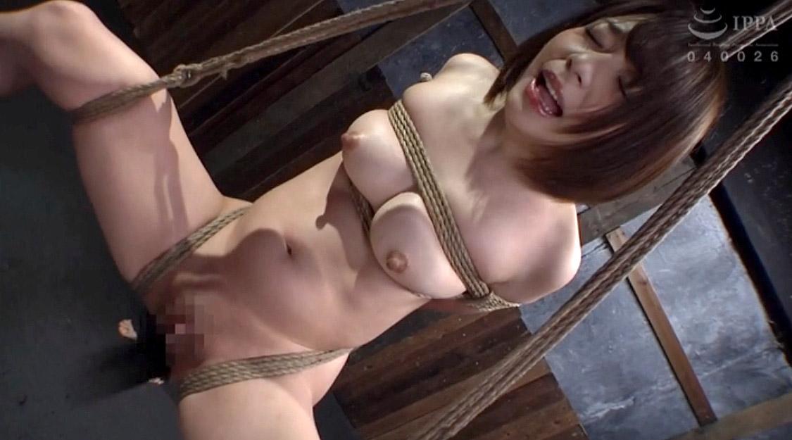 SM調教で吊り上げられて陰部を蹴られる女の画像 麻里梨夏-SMJP