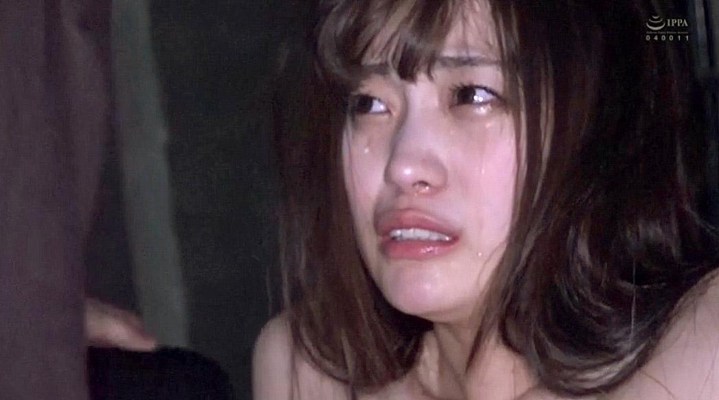 集団レイプ 全裸で涙を流して犯される女の画像 美谷朱里 -SMJP