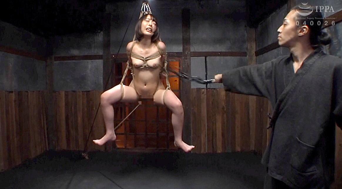 SM調教 宙吊りにされて胸を鞭打たれる女のAVエロ画像 七海ゆあ -SMJP