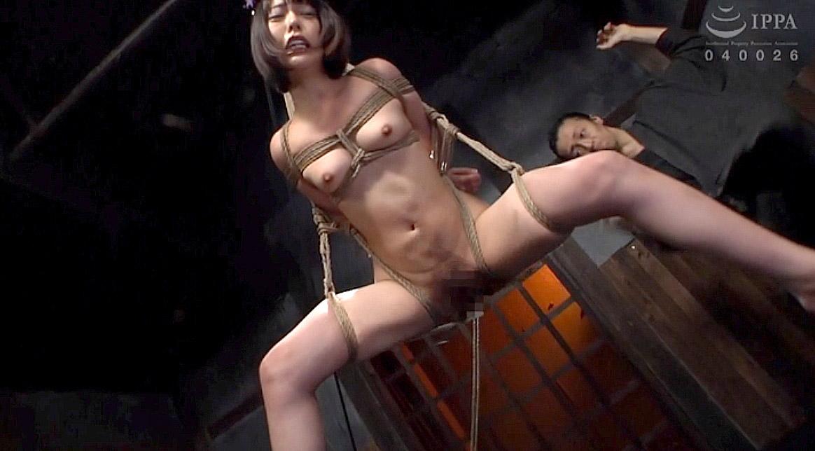 SM調教 縛られて緊縛宙吊りされて鞭打たれる女のAVエロ画像 七海ゆあ -SMJP