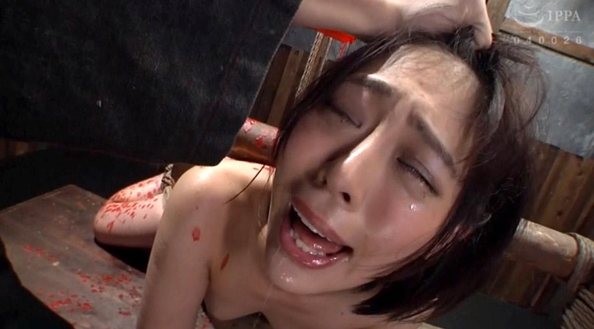 SM調教 髪の毛を鷲掴みにされて涙を流す女のSM調教画像 七海ゆあ -SMJP