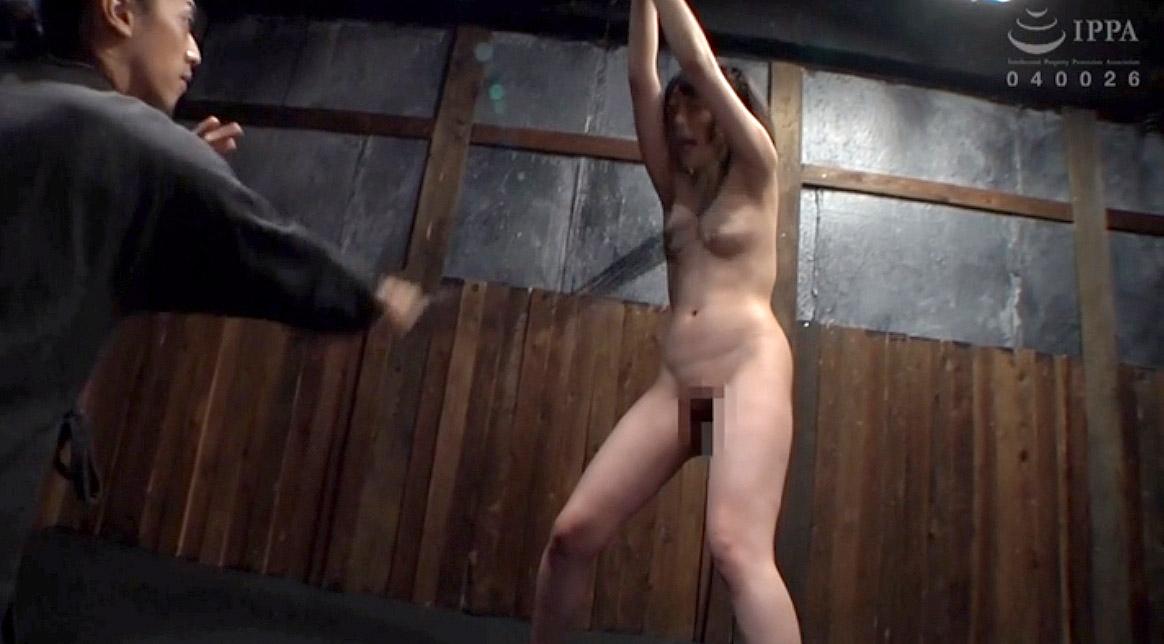 SM調教 胸へ強烈な鞭を受ける女のAVエロ画像 七海ゆあ -SMJP