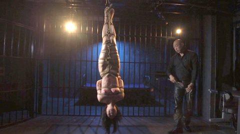 SM調教 逆さ吊りで鞭打たれる女のSM調教画像 七海ゆあ -SMJP