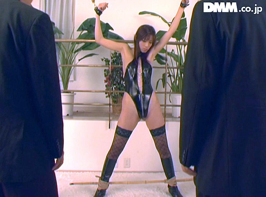 屈辱的の拘束画像、ボンデージ姿で屈辱的に拘束される女の画像 立花里子 -SMJP