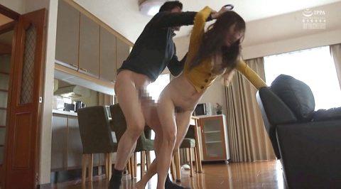 レイプAV画像、髪を掴まれながらレイプ魔から必死で逃げる女のAVエロ画像 榎本美咲-SMJP