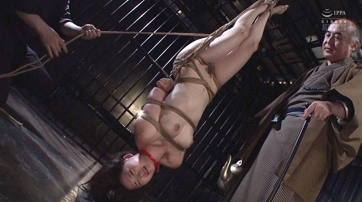 SM調教、逆さ吊りにされて拷問される女の画像 妃月るい-SMJP