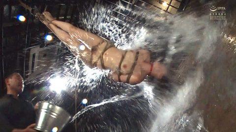 SM調教水責め逆さ吊り、逆さ吊りにされて水を掛けられる女の画像 妃月るい-SMJP