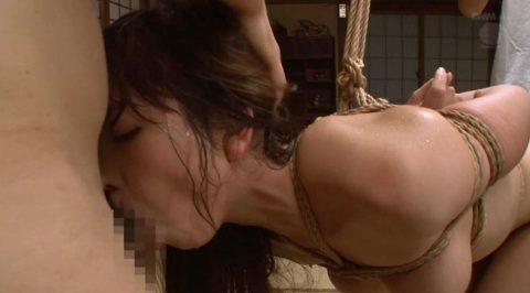 汗だくAVフェラ画像。全身から汗を噴き出させてフェラをする女の画像 神ユキ/SMJP