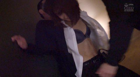 服を破られる女、襲われて服を破り取られる女の画像 川上奈々美/SMJP