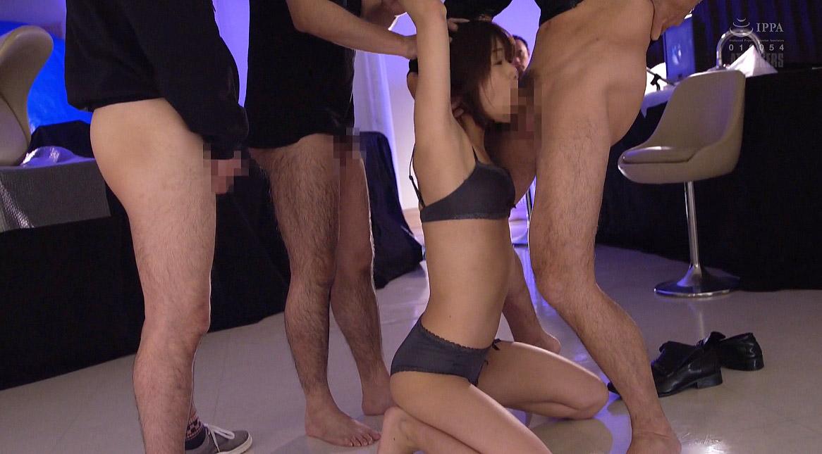 屈辱的なフェラ、屈辱の姿勢でフェラをさせられる女、川上奈々美/SMJP