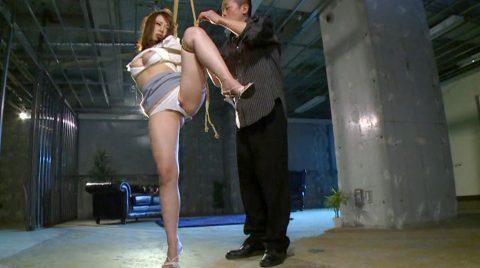 SM緊縛調教、緊縛調教で片足吊りにされて弄ばれる女 小西悠/SMJP