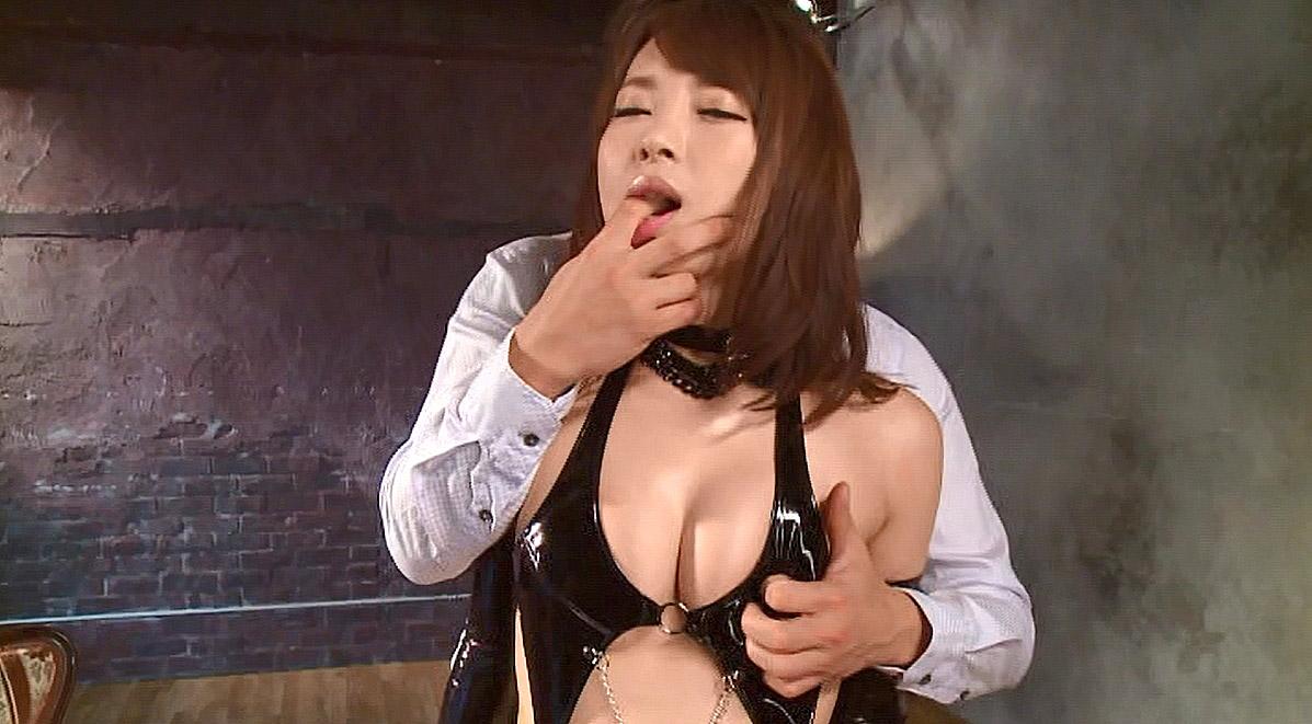 屈辱的な女王様ボンデージ姿で口に指を突っ込まれる屈辱的な女王様 小西悠/SMJP