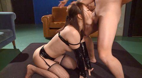 屈辱的なフェラ、跪いて仁王立ち奴隷フェラをさせられる女 小西悠/SMJP