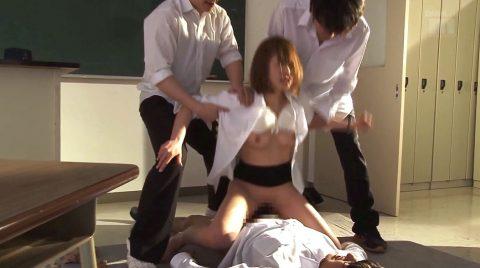 屈辱的に犯される女、3人の男に弄ばれるように性玩具として犯される女 小西悠/SMJP