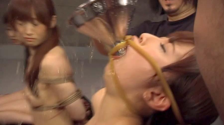 強制飲尿画像。SM調教 強制飲尿させられる女の画像 美咲結衣/SMJP