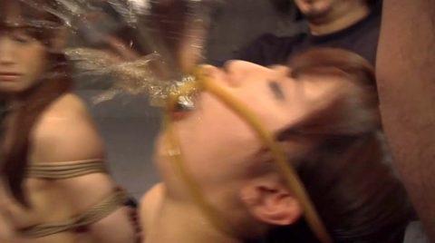 強制飲尿画像、残酷な強制飲尿をさせられるSM調教画像 美咲結衣/SMJP