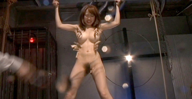 激痛SM調教 洗濯ばさみを鞭で払い落とされる女 美咲結衣/SMJP