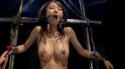 SM調教電流責め、全身から汗を拭き出し激しく体を痙攣させて電流責めされる女 美咲結衣/SMJP