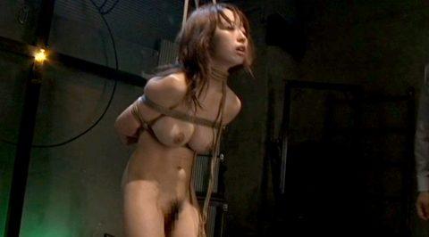 SM緊縛画像、首縄をされて 首つり状態で緊縛される女 美咲結衣/SMJP