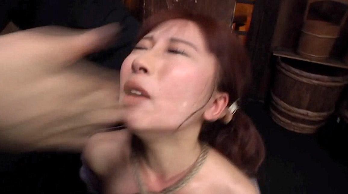 SM拷問調教、石抱き三角すのこ責めされながらビンタされる地獄の拷問SMを受ける女 美咲結衣/SMJP