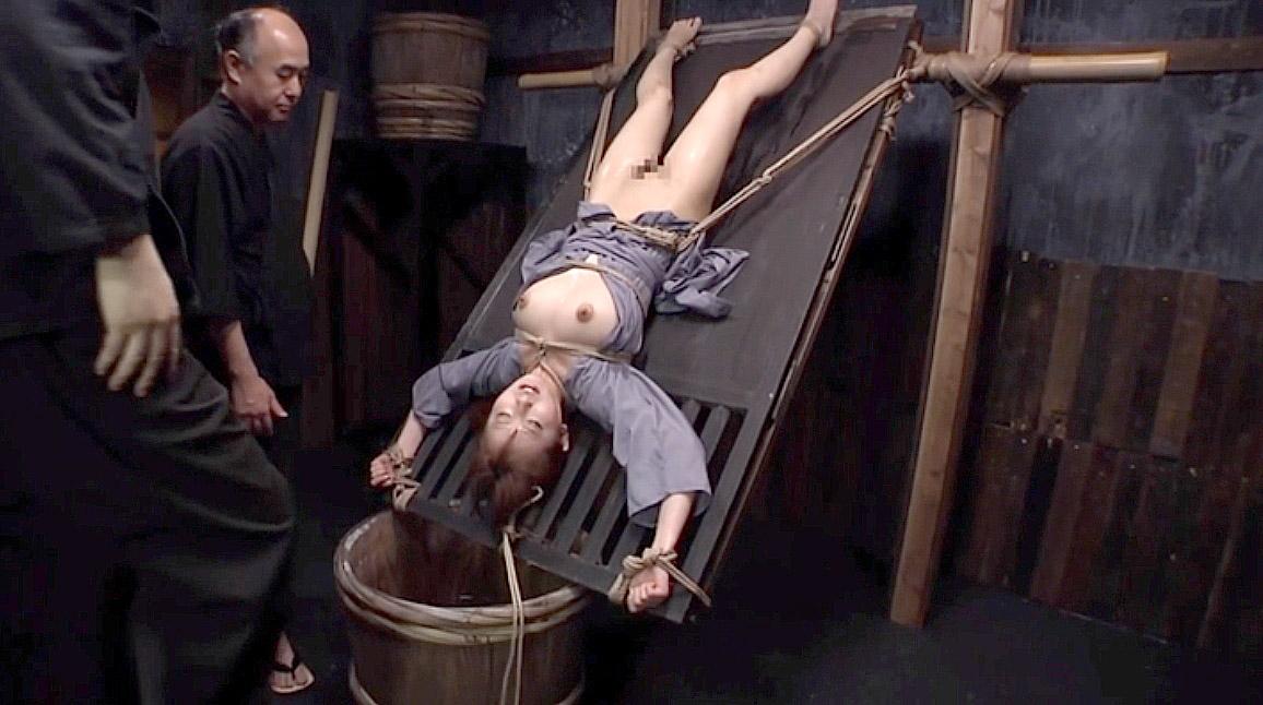 CIAの水責め拷問、半逆さ吊りにされて江戸時代やCIAの水責め拷問を受ける女 美咲結衣/SMJP
