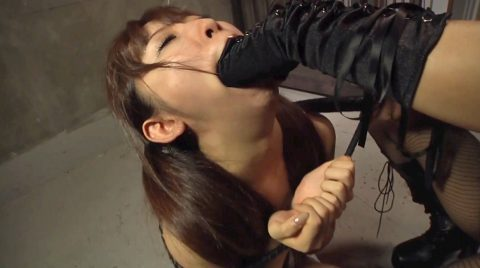 拷問SM画像口に手を突っ込まれて苦しめられる女のエロ画像 美咲結衣/SMJP
