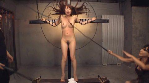 顔面一本鞭責め事故、顔に一本鞭を受ける女の画像 美咲結衣/SMJP