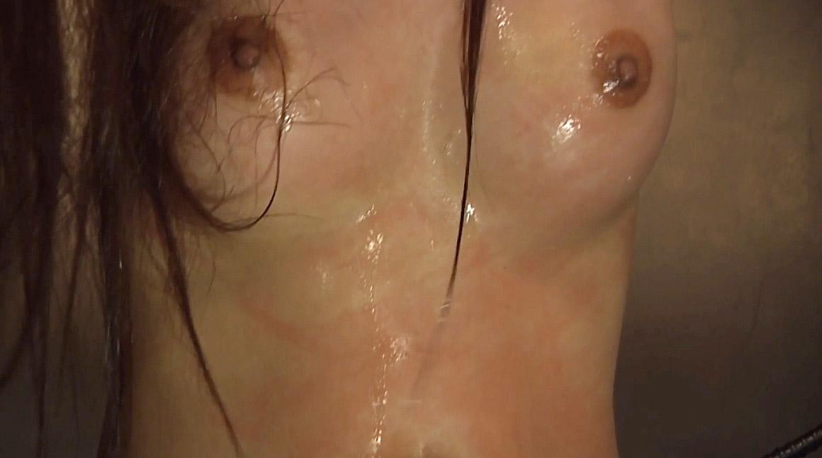 胸への一本鞭調教画像胸への一本鞭連打の傷が痛々しい女の画像 美咲結衣/SMJP
