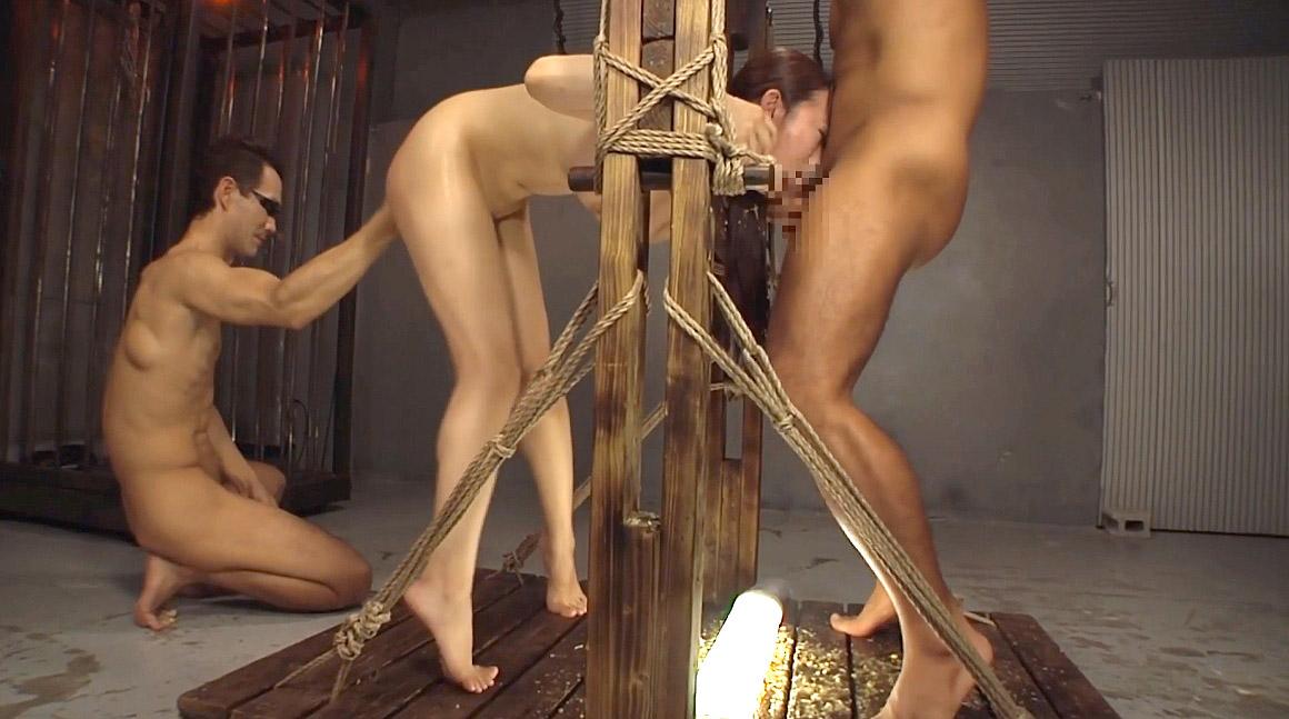 フェラチオ画像苦しく屈辱的な姿勢に拘束されてフェラする女の画像 美咲結衣/SMJP