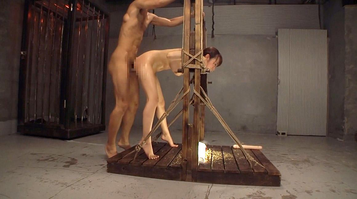 屈辱的な姿で犯される女屈辱的な姿に拘束されて犯される女の画像 美咲結衣/SMJP