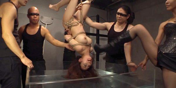 逆さ吊り水責め画像逆さ吊りにされて水責めを受ける女のSM画像 美咲結衣/SMJP