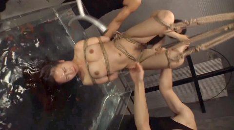 逆さ吊り水責めSM画像窒息水責め調教されていたぶられる女の画像 美咲結衣/SMJP