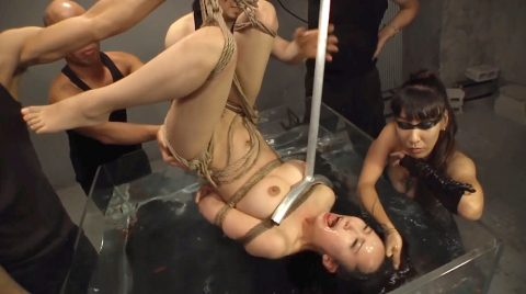 SM水責め調教窒息寸前まで逆さ吊りで水に沈められる女 美咲結衣/SMJP