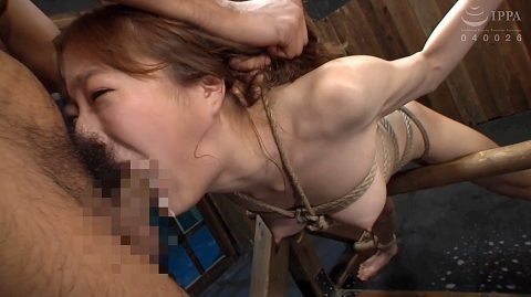 拘束拷問フェラチオ画像 拷問イラマチオさせられる女 涼川絢音