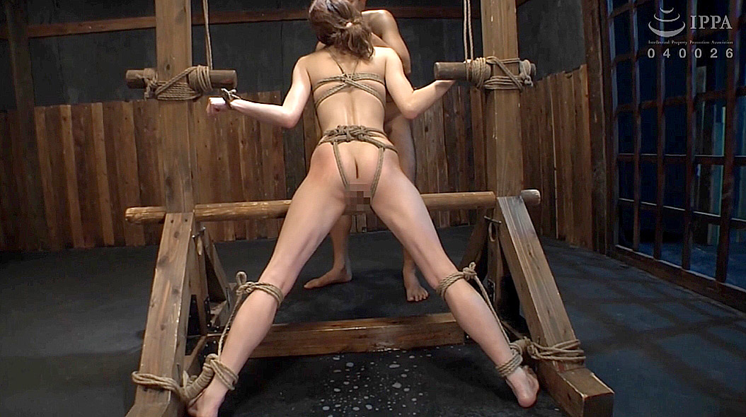 スレンダーな女のSM拘束画像 涼川絢音