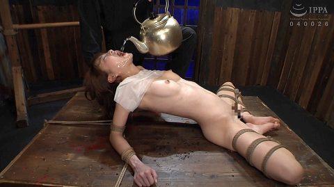 水責め拷問画像、残酷なSM水責め調教をされるスレンダー美女の画像 涼川絢音