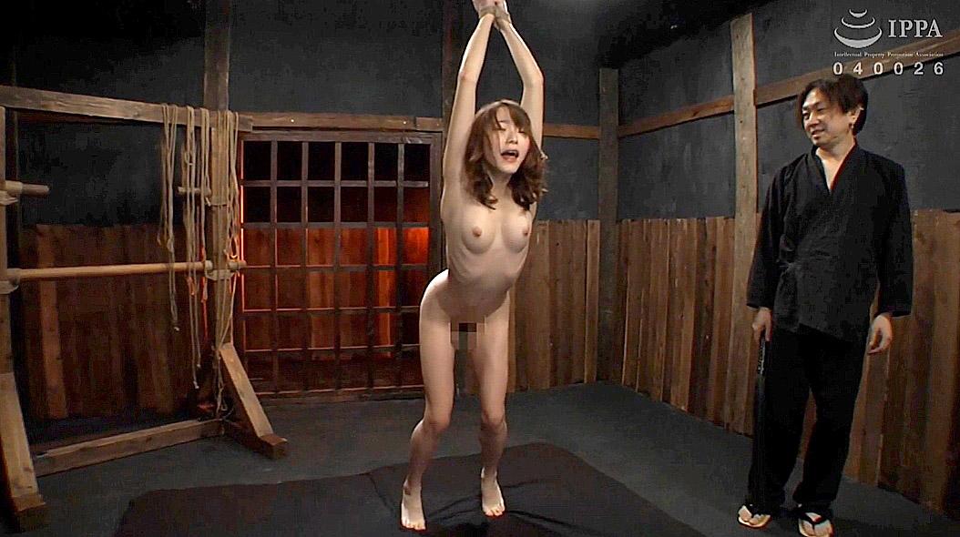 鞭打ち調教画像、残酷に鞭打たれるスレンダーM女 涼川絢音