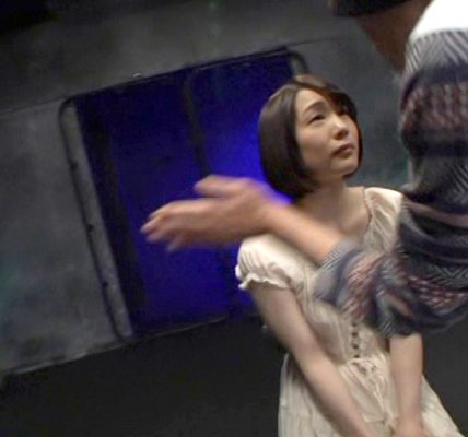 ビンタされる女のエロ画像、正座させられて手加減なしのビンタされる女のエロ画像 鈴村あいり