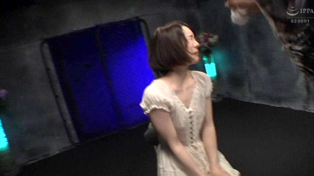 ビンタされる女のAV画像、正座させられてマジビンタされる女のAV画像 鈴村あいり