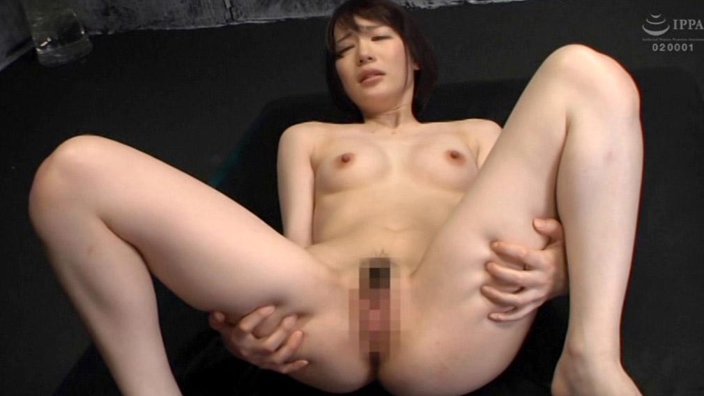 屈辱的な全裸の女画像、全裸で大股開きになるように強制される女の画像 鈴村あいり