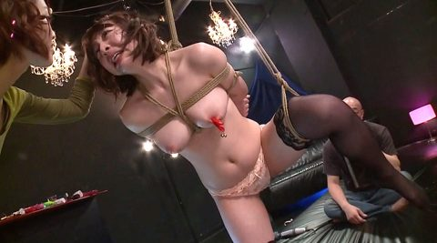 SM緊縛調教画像、縛り上げられて髪の毛を鷲掴みで引っ張られる女の画像 かなで自由