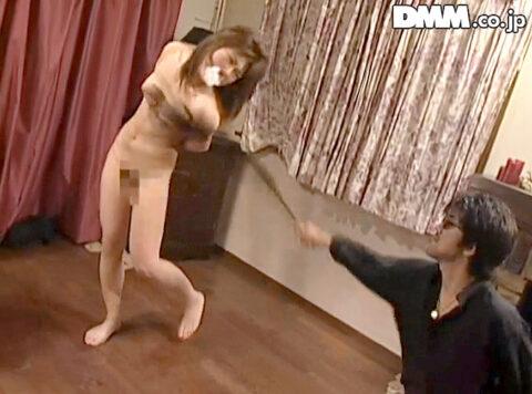 鞭打たれる女の画像、立ち縛りに緊縛されて鞭打たれるSM調教された女の画像 笠木忍
