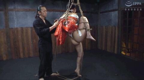 SM緊縛調教画像、片足吊りで吊り上げられて苦しめられる女の画像 宮崎あや