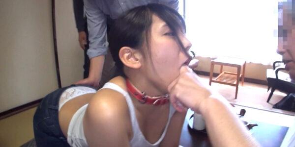SM服従調教画像、首輪をされて口に指を突っ込まれて指フェラする女の画像 中尾芽衣子