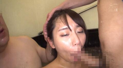 温泉フェラ画像、混浴温泉で連続フェラチオをさせられる女の画像 中尾芽衣子