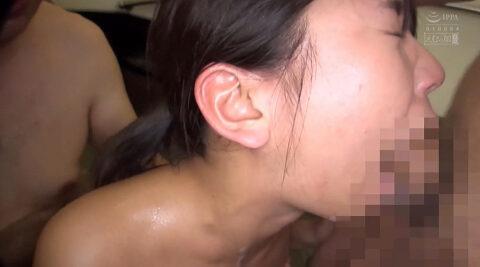 温泉イラマチオ画像、混浴温泉でイラマチオをさせられる女の画像 中尾芽衣子