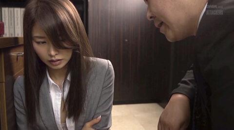 スーツ姿のOL奴隷秘書画像 夏目彩春