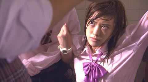 テレビドラマ ライフより集団リンチを受ける女優 福田沙紀の画像