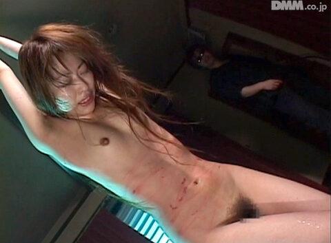 一本鞭で血がにじむ画像、血がにじむ一本鞭調教を受ける女の画像 杉浦美由